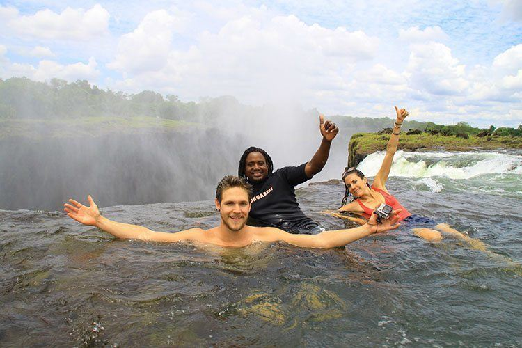 Must see and do in Zambia: Devil's pool zambia