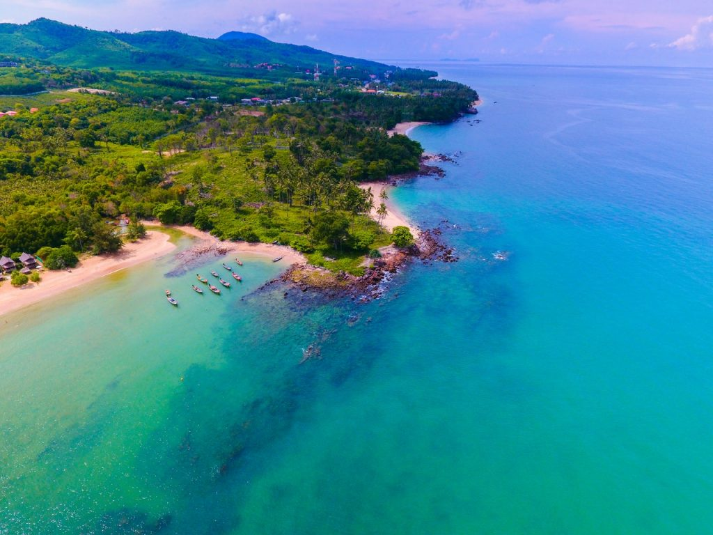 aerial-shot-bay-beach-1647064-1024x768 Top Places and Tips for Snorkelling and Diving in Thailand