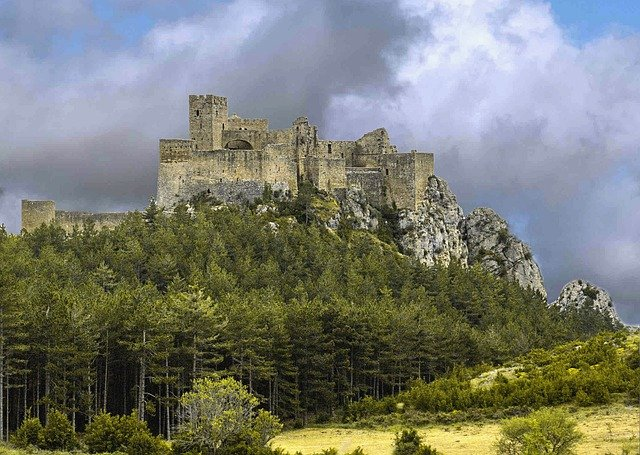 castle-of-loarre-4909563_640 The Ultimate Spain Itinerary 14 days: The Sun, The Glam, The Munch, The Culture
