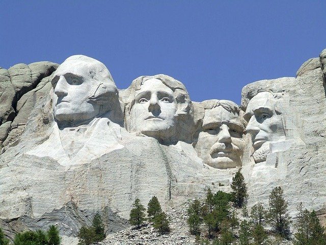 mount-rushmore-902483_640 South Dakota Road Trip Itinerary